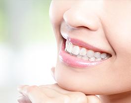 歯を白くしたい、歯並びを治したいそんなお悩みをお持ちの方は、是非ご相談ください。