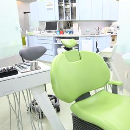 むし歯や歯周病をはじめ、親しらずの抜歯など様々なお口のトラブルに対応しています。