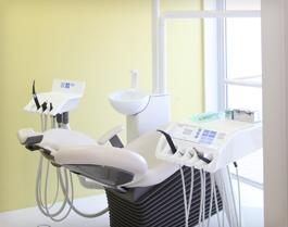塚本歯科医院ならではの安全で正確なインプラント治療を提供します。